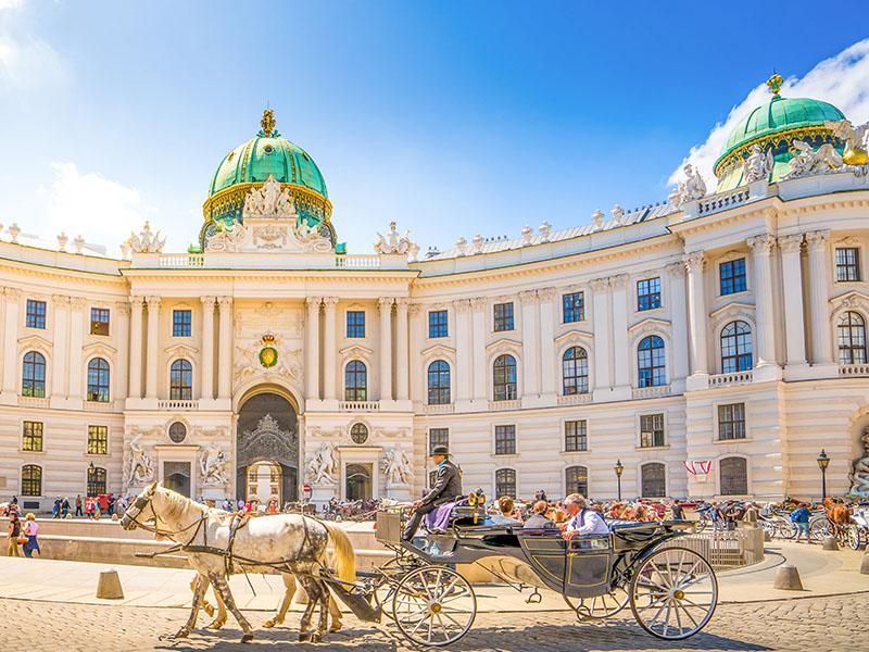 300 din. Vaučer kojim ostvarujete aranžman  agencijeOKTOPOD travel, za putovanje -- BEČ -- za 55 Evra BEČ - 4 dana Termini Cena aranžmana 13.12 - 16.12.2019.  55 euro  20.12 - 23.12.2019.   55 euro BEČ   Bečje glavni grad Austrije. Sa oko 1 690 000 stanovnika Beč je 10. najveći grad Evropske unije, najveći grad Austrije i njeno političko, ekonomsko i kulturno sediscaronte. Jedna je od najstarijih metropola u 'srcu' Evrope, carski grad i mesto ukrscarontanja raznih kultura i uticaja, grad koji je vekovima imao vodeću ulogu u kreiranju političke scene Evrope i ovog dela sveta. Beč je danas jedan od najvažnijih kongresnih centara na svetu i sediscaronte mnogih međunarodnih institucija. Grad godiscaronnje posete milioni turista najviscarone zbog mnogobrojnih kulturno-istorijskih spomenika, palata i raznovrsne kulturne ponude. Od 2001. godine kulturno-istorijsko jezgro Beča je na listi centara kulturne bascarontine od posebnog značaja i pod zascarontitom UNESCO - a. Beč se po kvalitetu života smatra prvim gradom na svetu. Bratislavandash glavni grad Slovačke nalazi se na jugozapadu zemlje na granici sa Austrijom i Madjarskom. Bratislava i Beč najbliži su glavni gradovi u Evropi, udaljeni samo 60 km. Bratislava ima dugu istoriju koja seže u doba pre Rimljana. Nekada poznat kao nemači Presburg ili madjarski Pozsony, oduvek je bio jedan od kulturnih srediscaronta Zapadne Evrope, raskrsnica brojnih kultura i trgovinskih puteva, danas industrijsko i kulturno sediscaronte Slovačke. PROGRAM PUTOVANJA: 1.dan (petak) BEOGRAD - MAĐARSKA Polazak iz Beograda sa glavne autobuske stanice BAS, centar Beograda, ulaz iz Karađorđeve ulice u 22:00 h i vožnja do Novog Sada iz koga je polazak u 23.30h sa parkinga ispred Lokomotive. Lagana noćna vožnja preko Mađarske do Austrije uz pauze za odmor i po potrebi grupe. 2.dan (subota) PARNDORF - BEČ  Ujutru dolazak do tržnog centra Parndorf i scaronoping u jednom od najvećih outlet-a u Evropi. Slobodno vreme do polaska za Beč. Panoramsko razgleda