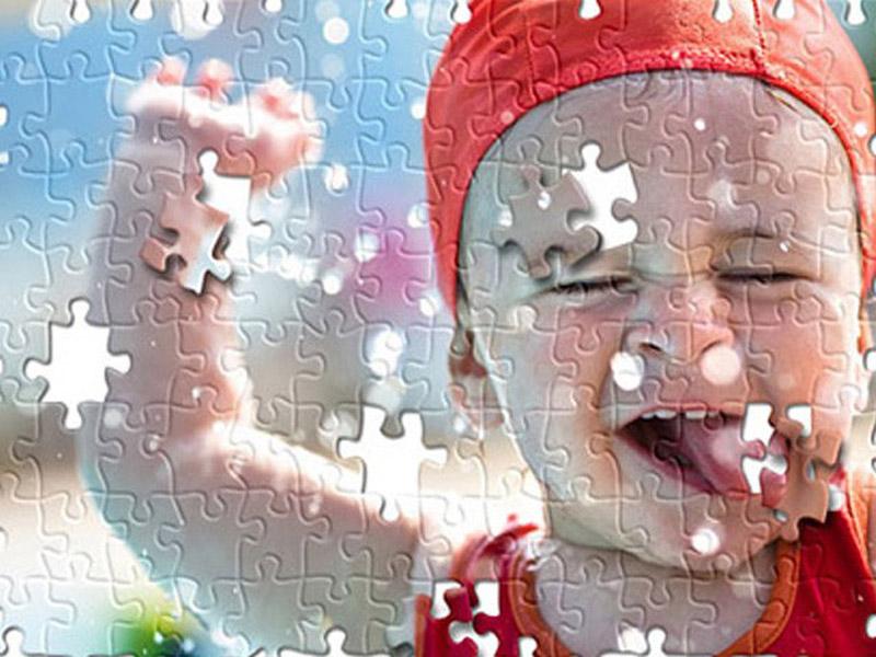 290 din umesto umesto 600 din za izradu foto puzzli sa slikom po vascaronoj zelji !! Napravite foto Puzzle od izabrane fotografije upakovano u prigodnu kutiju i sačuvajte svoje uspomene na originalan način. Slagalica sadrži 104 dela, veličine 46x30cm i poklon kutiju sa istom fotografijom. Jedan od interesantnih načina da iznenadite sebi drage osobe, je izrada foto puzzle-a (slagalica) sa fotografijom po Vascaronem izboru. Ovaj neobičan poklon pomoćiće Vam da zabeležite i podelite lepe trenutke provedene sa najbližima. Zabavite se slagajući delić po delić slagalice dok Vam se polako vraćaju uspomene na nezaboravne događaje.Uživanje u primanju a niscaronta manje ni u davanju poklona osobama do kojih Vam je stalo nikada dosta.Ovom prilikom Vam predstavljamo jedan veoma lep poklon koji će sigurno oduscaroneviti svakoga kome ovu slagalicu budete poklonili. Poscarontovani Novosađani preuzimanje puzzli je u scarontampariji ldquoGagić printrdquo Futoscaronki put 40b, iza Satelitske pijace. Fotografije je potrebno poslati na e-mail gagicprint@gmail.com, zajedno sa vaučerom. Rok za izradu je 1 do 2 dana.