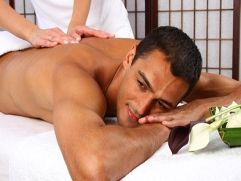 790 din. umesto redovne cene od 1500 din. zaDeep Tissue masažu u trajanju od 60 min. u kozmetičkom salonu Almamons Stevana Mokranjca 31, Novi Sad! Masaža Dubokih Tkiva Jači pritisak, snažniji masažni hvatovi Razbija bolne kvržice Trajanje masaže 60 minuta  Masaža Dubokih Tkiva ili lsquoDeep Tissue massagersquo, kako je joscaron zovu, je savrscaronena masažna tehnika za one koji vole jači pritisak i snažnije masažne hvatove. Za razliku od relaks masaže, ona ima mnogo veći dubinski efekat i odlična je za razbijanje takozvanih kvržica u miscaronićima na koje se klijenti najčescaronće žale. Njom se rasterećuju tetive i ligamenti, poboljscaronava se pokretljivost i olakscaronava se oslobadjanje toxina iz umornih i preopterećenih miscaronića. Deep Tissueje vrsta duboke prijatne masaže tkiva i miscaronića. Ona umiruje hronične bolove i napetosti unutar celog tela kroz lagane ali duboke pokrete i snažan pritisak. Kada su miscaronići u stanju stresa blokira se dotok kiseonika i hranjivih materijala u tkiva. Tako dolazi do upala i nagomilavanja toksina u tkivima a ova masaža opuscaronta miscaroniće, otklanja toksine, poboljscaronava cirkulaciju i razmenu kiseonika. Kozmetički salon